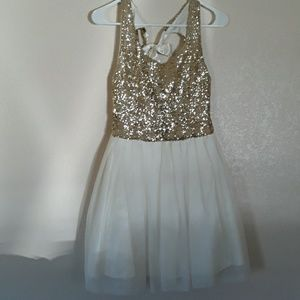 B. Darlin white & gold sequined formal dress sz 9/